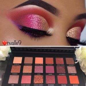 Eyeshadow Palette Red colors Shimmer